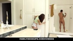 Pornogrates sobrinha espiando tio no banho e fodendo