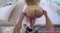 Sex porno com a teen bunduda de calcinha amarela