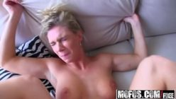 Loira em videos pornos adorando foder