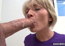 Porno HD com gulosa loira babando na piroca