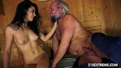 Porno incesto com tio comendo a sobrinha na sauna