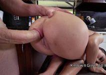 Atriz porno novinha que adora um piruzão