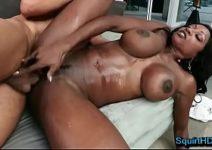 Filme porno em HD com negona rabuda de tetas durinhas