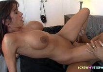 Sexo hot tvbuceta morena peituda trepando fácil