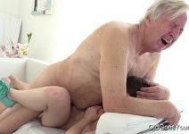 Buceta nova da netinha deixa o vovô louco de tesão